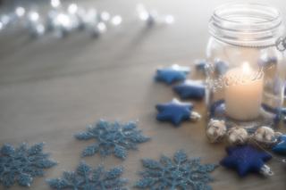 Obraz przedstawiający dekorację świąteczną.